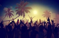 De la playa del verano de la música del concierto concepto recreativo de la búsqueda al aire libre foto de archivo