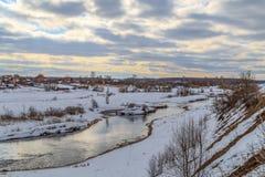 De la rivière est descendu la glace Image stock