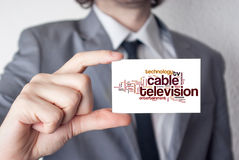 De la télévision via câble Homme d'affaires dans le costume avec un lien noir montrant o Images stock