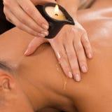 De la vela del masaje parte posterior encendido Imagen de archivo