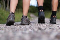 De laarzen van de wandeling in een openluchtactie Royalty-vrije Stock Afbeeldingen
