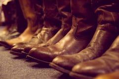 De laarzen van het leer op benen die op wit worden geïsoleerdd Royalty-vrije Stock Foto