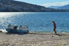 De laatste toerist op het strand stock foto's