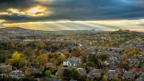 De laatste zonneschijn boven Oxgangs, Colinton en Morningside Royalty-vrije Stock Afbeeldingen