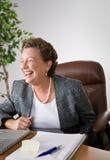De lachende Vrouwelijke Uitvoerende macht Stock Foto's