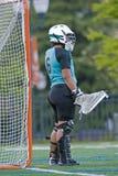 De lacrosse die van meisjes goalie op actie wacht Stock Afbeelding