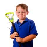 De lacrossespeler van het kind met zijn stok en bal stock foto