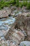 De ladder op de rots voor gaat naar het springen royalty-vrije stock fotografie
