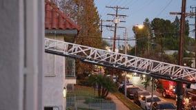 De Ladder van de brandvrachtwagen het Uitbreiden zich stock video