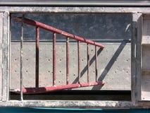De ladder van de steiger met de zon stock fotografie