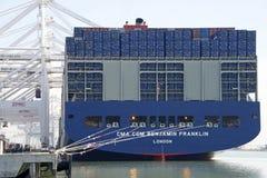 De lading van CMA CMG BENJAMIN FRANKLIN bij de Haven van Oakland Stock Fotografie