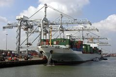 De ladingslading van het vrachtschip Royalty-vrije Stock Afbeelding