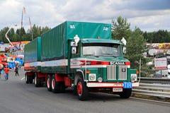 De Ladingsvrachtwagen van Scania LS 140 van Ahola-Vervoer Stock Afbeeldingen