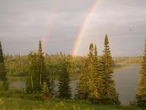 De lado a lado arco iris Fotos de archivo
