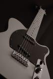 De lage mening van de gitaar stock afbeelding