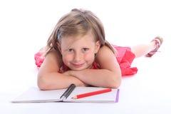 De lage schoolmeisje van de blonde met potlood en document Royalty-vrije Stock Afbeelding