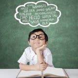De lage schoolstudent leert meertalig Stock Foto