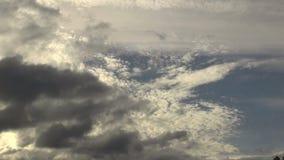 De lagen van de tijdtijdspanne wolken stock video