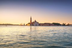 De lagune van Venetië, de kerk van San Giorgio bij zonsopgang Italië stock foto's