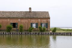 De lagune van Venetië, met tipical oud huis van visser Stock Fotografie