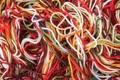 De laine multicolore un fil pour le tricotage Photos libres de droits
