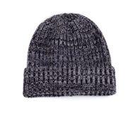 De laine tricotez le chapeau pour le temps froid d'isolement sur le fond blanc photos stock
