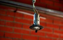 De lamp die op de draad hangen Royalty-vrije Stock Afbeelding