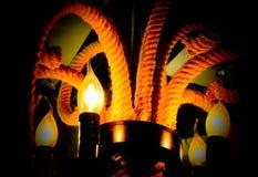 De lamp glanst in dark stock afbeeldingen
