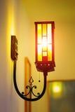 De lamp op de muur Stock Foto