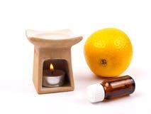 De lamp van het aroma met citrusvruchtenolie en citrusvrucht Stock Foto's