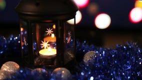 De Lamp van het Kerstmisnieuwjaar met kaarsachtergrond, Close-up stock video
