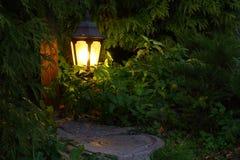 De lamp van het metaallandschap Geel licht stock foto