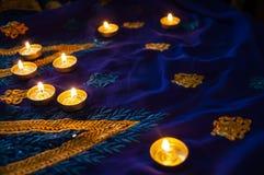 De lampen van de vlamkaars voor de avondgebeden Diwaliverlichting royalty-vrije stock fotografie