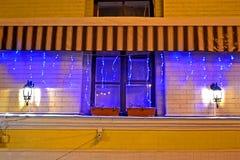 De lamplicht van de slinger met verlichting op venster, vakantie, Royalty-vrije Stock Afbeelding