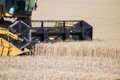 De landbouw van voertuig op gebied Stock Afbeelding
