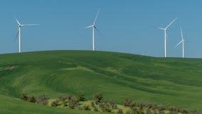 De landbouwbedrijven van de windturbine in oostelijk Washington stock afbeeldingen