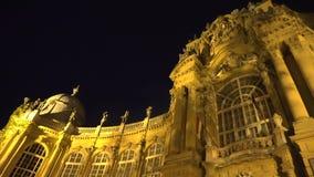 De Landbouwmuseum van Boedapest bij nacht stock videobeelden
