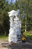 De landgenoten van monumentenmilitairen kwamen tijdens de Grote Patriottische Oorlog, de stad Kirillov, Vologda-gebied, Rusland o Stock Foto's