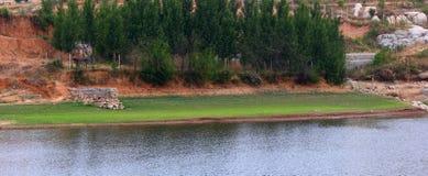 De landschappen van de oever van het meer Royalty-vrije Stock Afbeeldingen