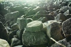 De landschappen van Mannheim schommelt stenen ruwe scherp als achtergrond stock afbeeldingen