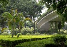 De landschappenontwerp van Nice rond viaductmening Stock Afbeelding