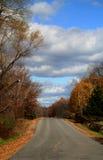 De Landweg van de herfst stock fotografie