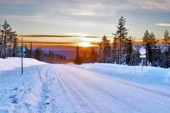 De landweg van de sneeuw Stock Afbeeldingen