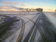 De Landweg van de winter Stock Afbeeldingen