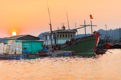 De Lange Baai van Ha, Vietnam De Vietnamese scène van het vissersleven Royalty-vrije Stock Afbeeldingen