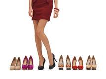 De lange benen van de vrouw met hoge hielen royalty-vrije stock afbeeldingen