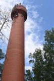De lange Rode Toren van het Baksteenwater royalty-vrije stock afbeeldingen