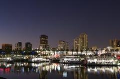 De lange stad van het Strand bij nacht Royalty-vrije Stock Afbeeldingen