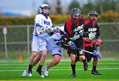De lange stok van de Lacrosse van jongens Stock Foto's