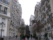 """De lange treden die aan sacré-CÅ """"ur in Parijs leiden stock foto"""